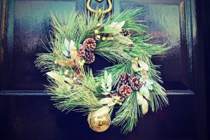 winter-door-decoration-christmas